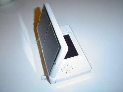 Solar DS : Rechargez votre Nintendo DS avec le Soleil.