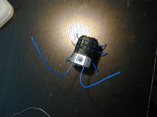 Geekologie : Recyclez votre vieux téléphone en scarabée vibrant.