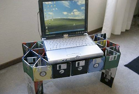 floppy-disc-laptop-stand