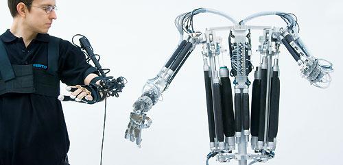 Robotique : Festo, la main robotisée de Terminator.