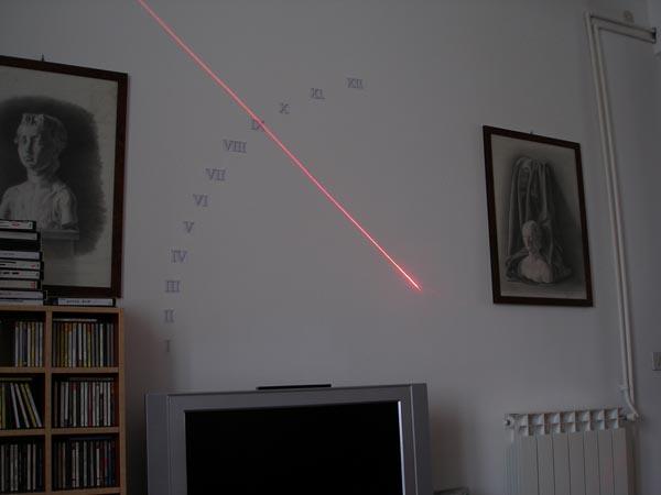 Fabriquer une horloge solaire d'intérieur à laser.