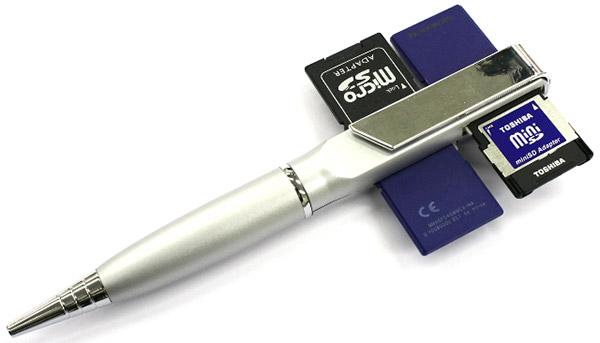 Thanko : Le stylo lecteur de 4 cartes SD.