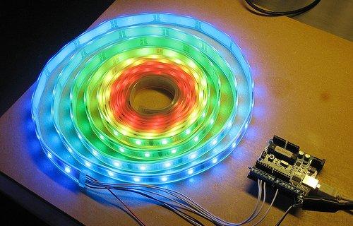 Pilotez une bande LED RGB à l'aide d'un kit Arduino.