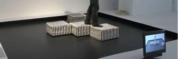 Un sol constitué de robots mouvants.