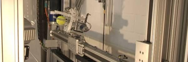 Le robot qui rattrape les balles plus vite que son ombre.