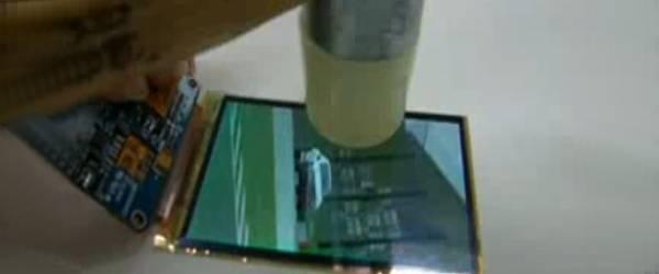 Samsung : Test de solidité des écrans OLED souples.