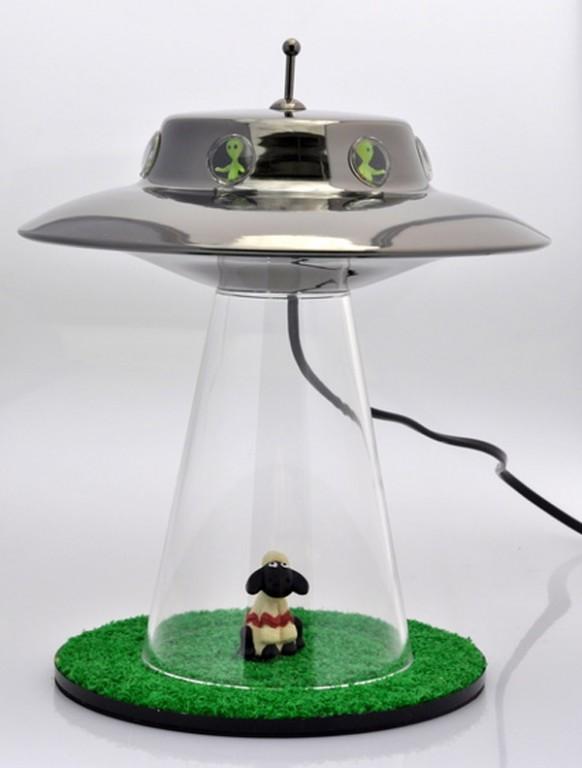 Gadget une lampe de t l portation alien semageek - Lampe soucoupe volante ...