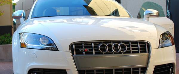 Une Audi TTS qui dispose d'un pilote automatique.