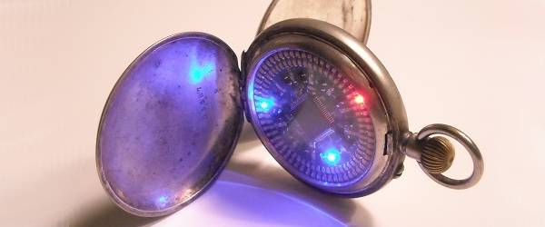 Old School Techno : Une mondre à gousset à LED.