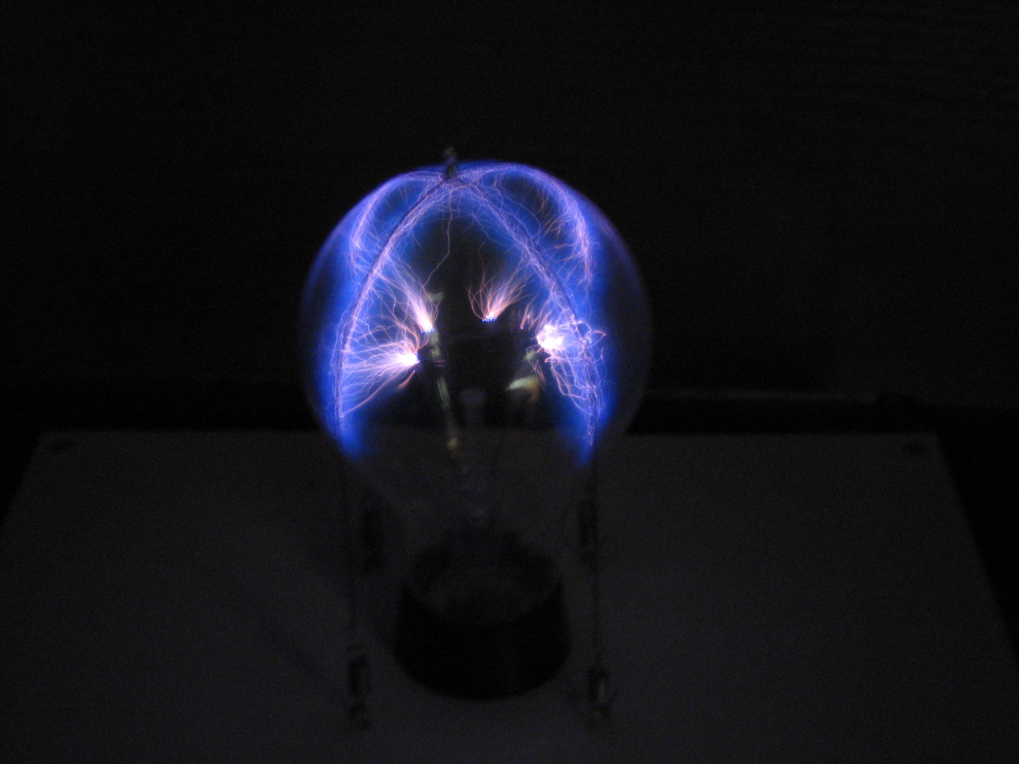 fabriquer une lampe plasma avec une ampoule 220 volts semageek. Black Bedroom Furniture Sets. Home Design Ideas