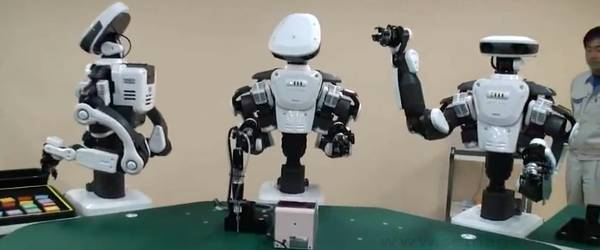 Nextage : Un chaine d'assemblage avec des robots humanoïde.
