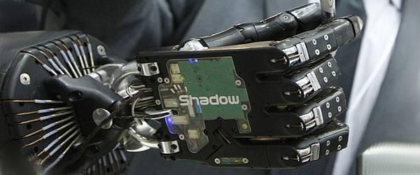 Shadow : Une main de robot très délicate.