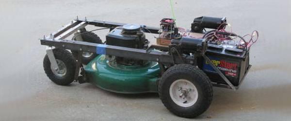 Une tondeuse à gazon pilotée à l'aide d'un Kit Arduino.