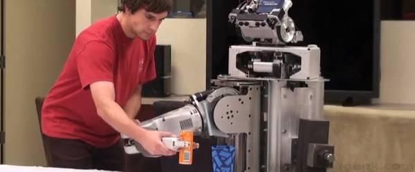 PR2 : un Robot qui apprend les mouvements primitifs.