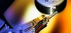 Recycler ses vieux disques durs en sculptures métal.