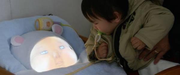Yotaro : Un robot simulateur de bébé.
