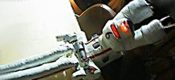 Vidéo : Le robot qui fait un saut périlleux sur barre horizontale.