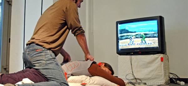 Pratique : Transformer sa copine en contrôleur de jeu en la massant.