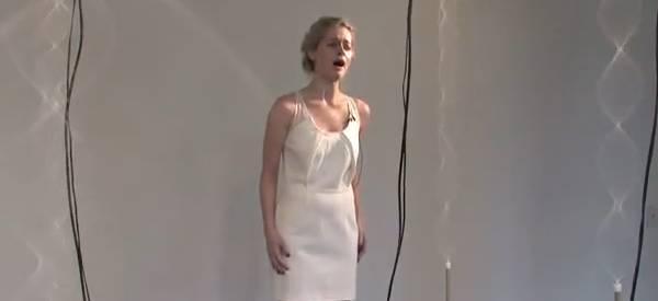 Vidéo : Une sculpture motorisée qui analyse les fréquences vocales.