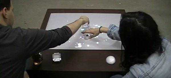 Amusity : Une table basse intéractive pour gérer la musique.