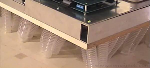 Icosatetraped : Un robot qui marche avec 24 pieds pneumatique.