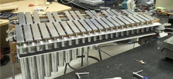 MARV : Un vibraphone robotisé piloté par MIDI.