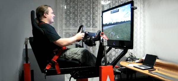 Vidéo : Un simulateur automobile suspendu à forte sensation.
