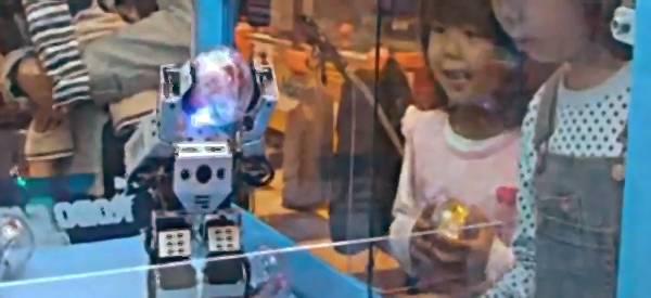 RoboCatcher : Le jeu de la pince revu et corrigé par les robots