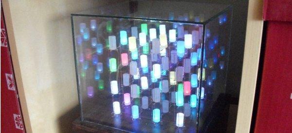 DIY : Un 4x4x4 cube remplit de LED RGB.