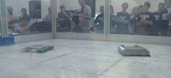 Bots High : Un documentaire sur les combats de robot universitaire