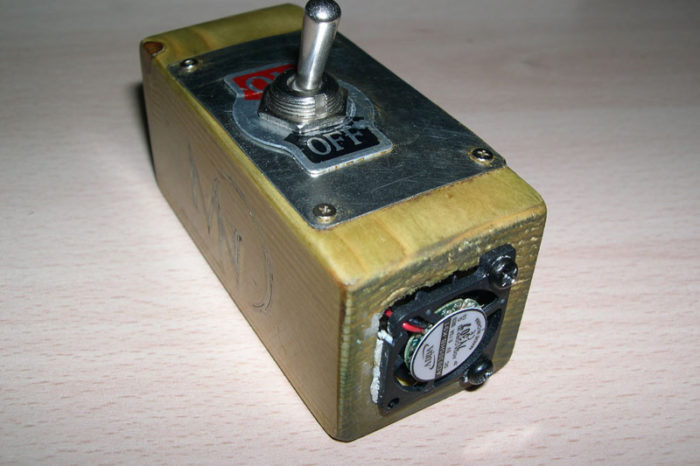 DIY : Une clé USB russe en bois à ventilateur intégrée.
