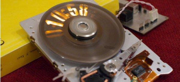 DIY : Recycler un vieux disque dur en horloge stroboscopique.