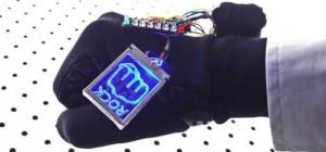 DIY : Fabriquer un gant électronique pour jouer à Pierre-Feuille-Ciseaux.