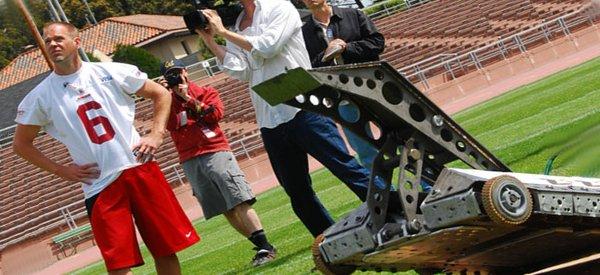 Ziggy, le robot qui affronte les joueurs de football américain.