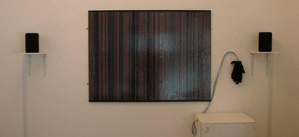 Une oeuvre d'art interactive qui utilise des bandes magnétiques de cassettes audio.