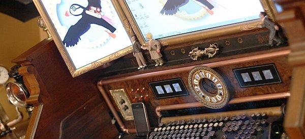Victorian Organ Command Desk : Une station de travail Steampunk