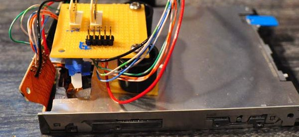 Floppy Audio : Recycler ses lecteurs de disquettes pour faire des effets audio.