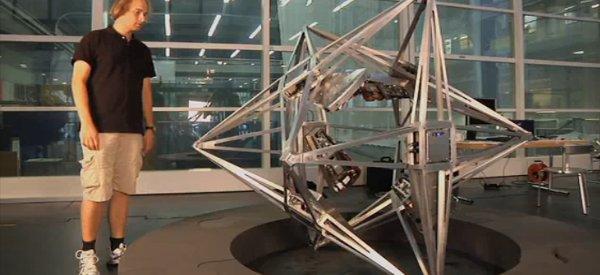 Balancing Cube : Une structure métallique qui a de l'équilibre