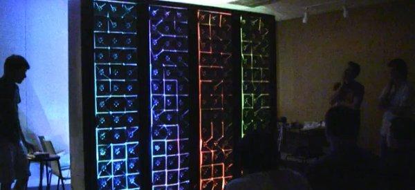 Flex, un mur interactif qui bouge et change de couleur en fonction de la présence
