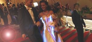 Katy Perry porte une robe à LED de Cute Circuit à une soirée de gala.