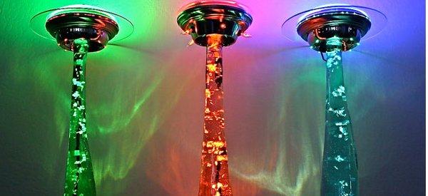 Une lampe de téléportation OVNI faite main.