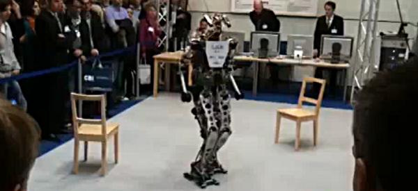 Lola, un robot humanoïde femelle à taille humaine