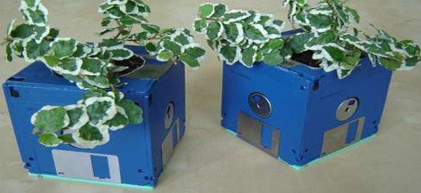 DIY : Recycler ses vieilles disquettes en pot de fleurs.