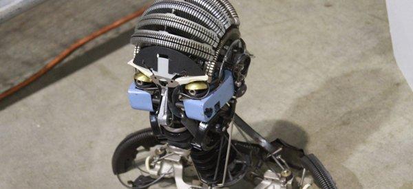 Art : Recycler les vieilles machines à écrire en sculpture de robots
