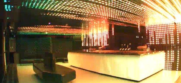 Smack NightClub : Une déco de boite de nuit à base de LED RVB impressionnante