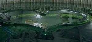 Une incroyable machine qui réalise des formes dans l'eau avec des vagues