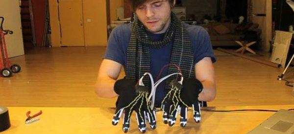 Vidéo : Jouer du piano sans piano à l'aide de gants électroniques.