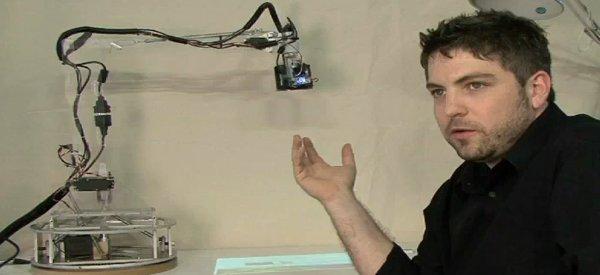 LuminAR : La lampe de bureau devient un assistant électronique à part entière