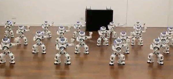 20 robots Nao dansent sur le Boléro de Ravel à l'Exposition Universelle