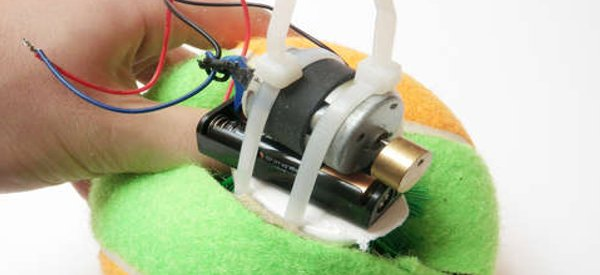 DIY : Fabriquer un robot autonome avec une balle de tennis et un moteur